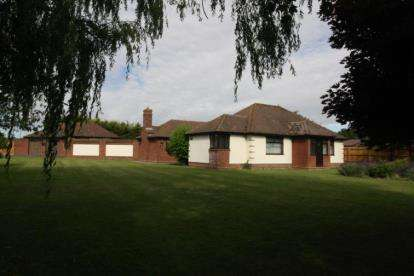 4 Bedrooms Bungalow for sale in Little Tey, Colchester