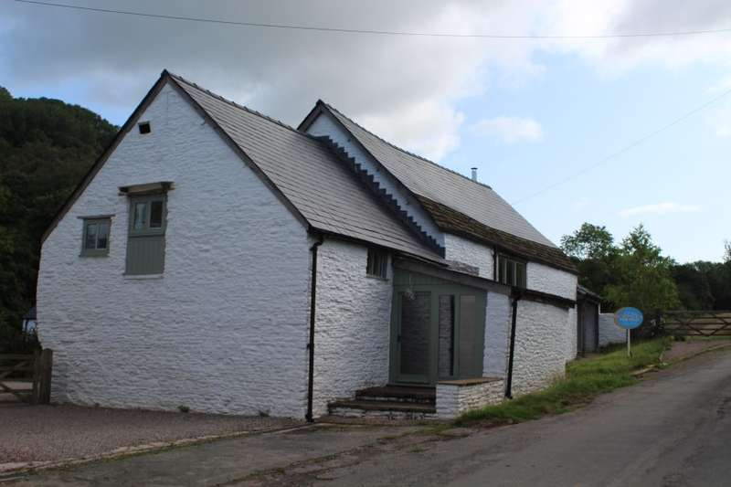 3 Bedrooms Barn Conversion Character Property for sale in The Granary, Farhill, Llanishen, Chepstow, Monmouthshire
