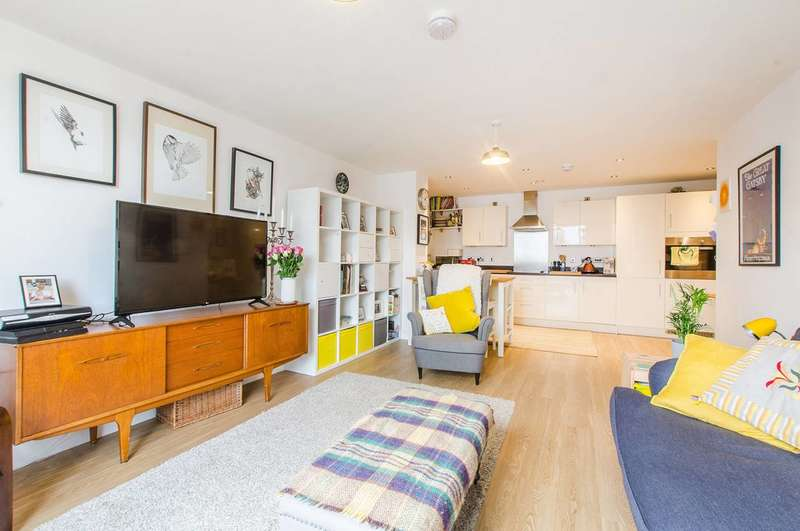3 Bedrooms Flat for sale in Thurston Road, Lewisham, SE13