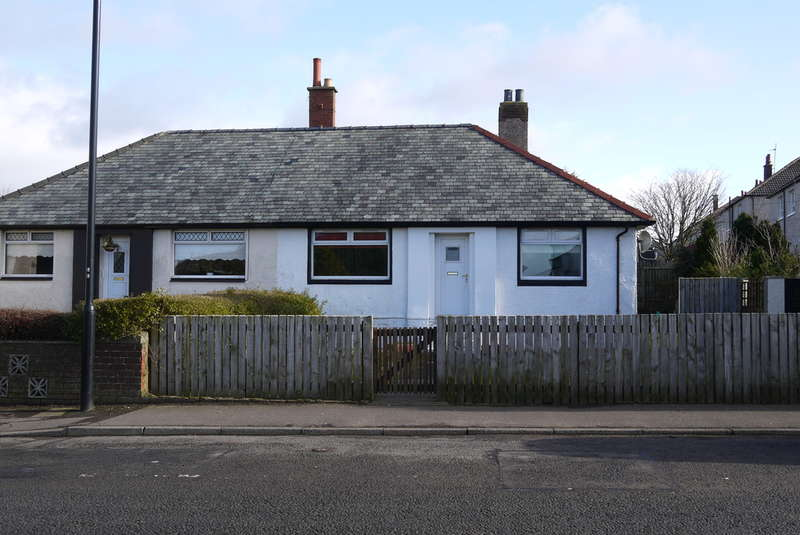 2 Bedrooms Semi Detached Bungalow for sale in Montgomerie Street, TARBOLTON, Mauchline, KA5