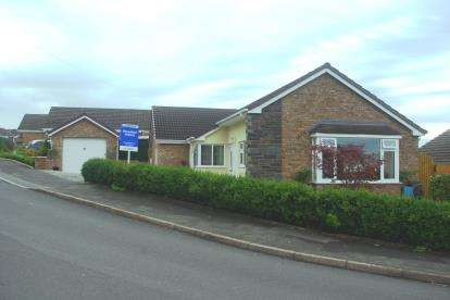 4 Bedrooms Bungalow for sale in Bishops Walk, St Asaph, Denbighshire, ., LL17