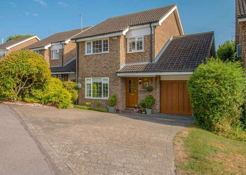 4 Bedrooms Detached House for sale in Geralds Grove