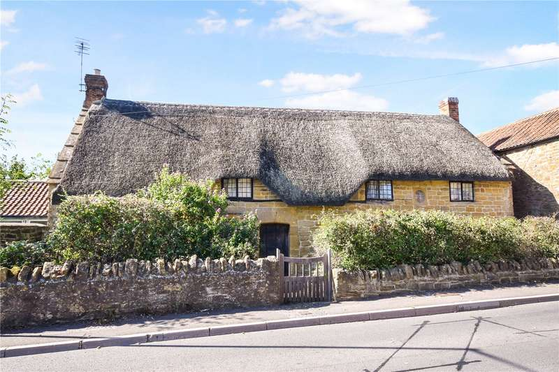 3 Bedrooms Detached House for sale in Stapleton, Martock, Somerset, TA12