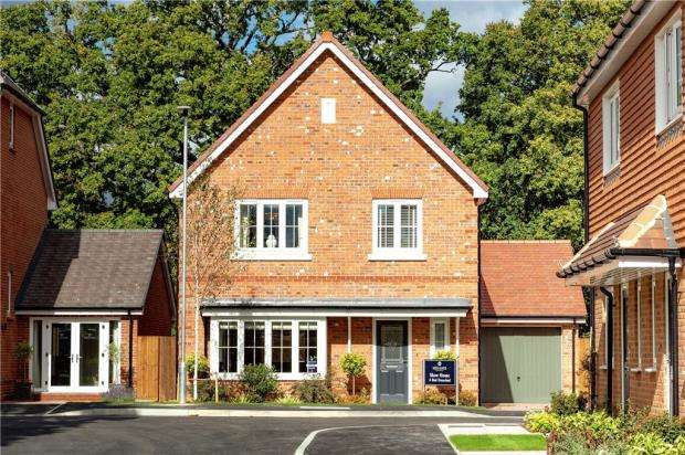 4 Bedrooms Detached House for sale in Princess Marina Drive, Arborfield Green, Reading