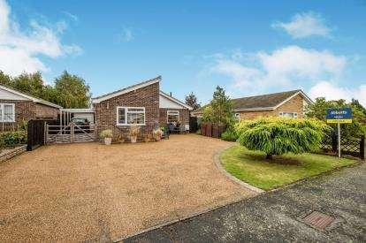 2 Bedrooms Bungalow for sale in Attleborough, Norfolk