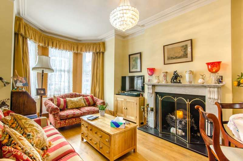 4 Bedrooms Semi Detached House for sale in Osborne Road, Palmers Green, N13