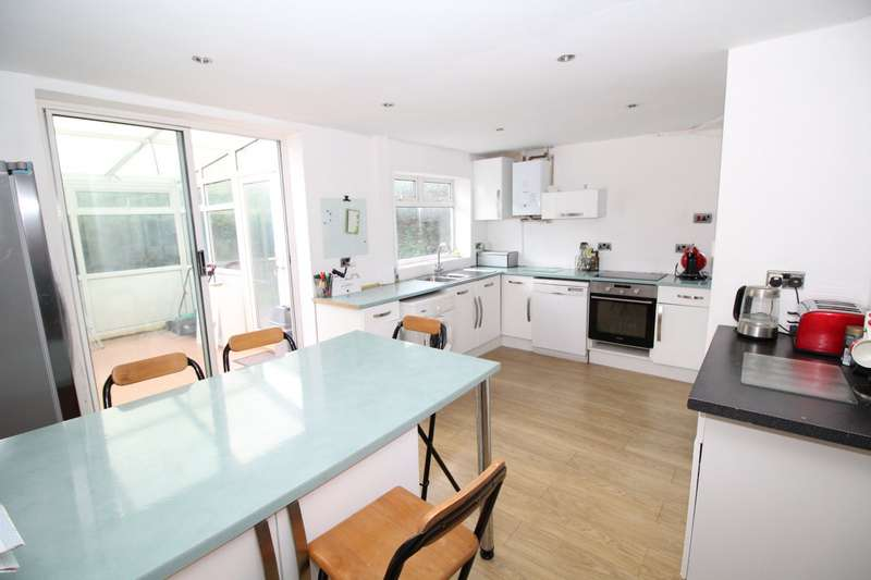 3 Bedrooms Semi Detached House for sale in Victoria Avenue, Hastings, East Sussex, TN35