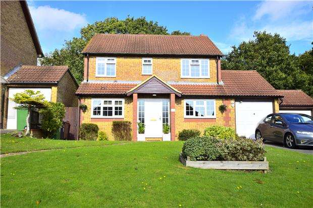 5 Bedrooms Detached House for sale in Glyndebourne Gardens, ST LEONARDS-ON-SEA, East Sussex, TN37 7SD