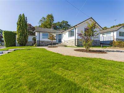 2 Bedrooms Detached Bungalow for sale in Birkdale Road, Broadstone