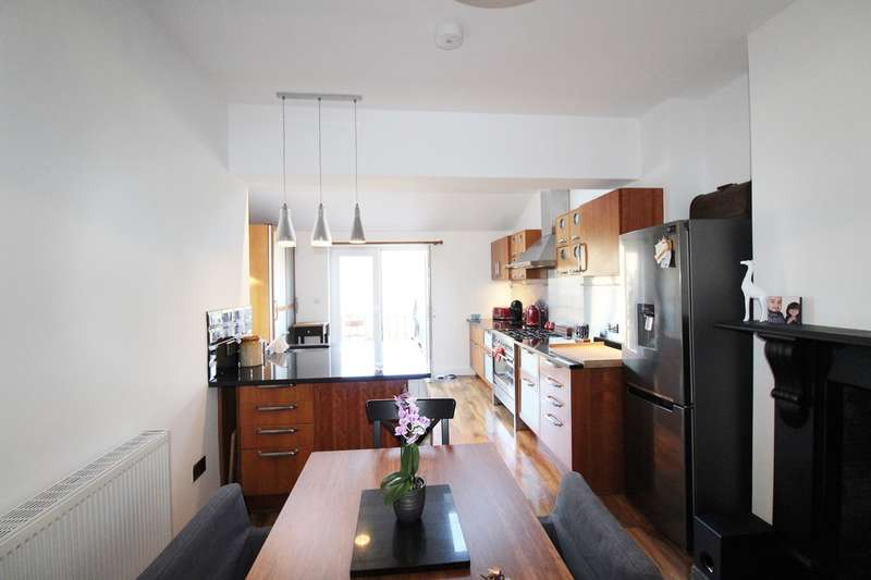 3 Bedrooms End Of Terrace House for sale in Coldra Road, Newport, NP20