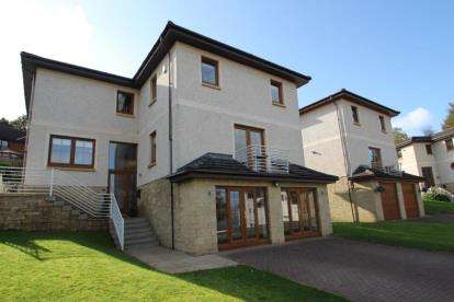 4 Bedrooms Detached House for sale in Dennistoun Road, Langbank, Renfrewshire