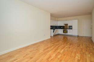 2 Bedrooms Flat for sale in The Panorama, Park Street, Ashford, Kent