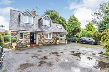 3 Bedrooms Detached House for sale in Y Ffridd, Morfa Bychan, Porthmadog, Gwynedd, LL49