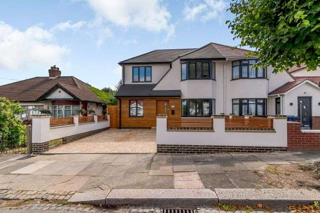 4 Bedrooms Property for sale in Harewood Avenue, Northolt