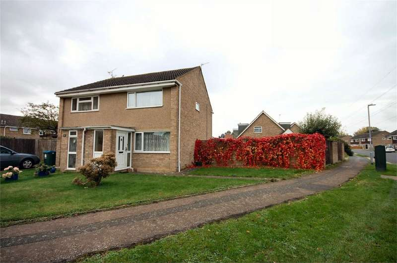 2 Bedrooms Semi Detached House for sale in Rowland Way, Aylesbury, Buckinghamshire