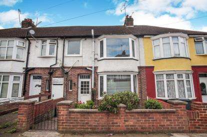3 Bedrooms Terraced House for sale in Milton Road, Luton, Bedfordshire, England