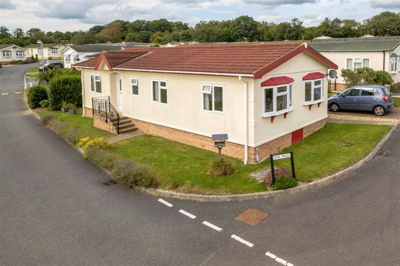 2 Bedrooms Park Home Mobile Home for sale in 20 The Dell, Caerwnon Park, Builth Wells, LD2 3SP