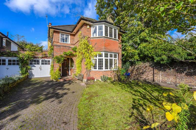 5 Bedrooms Detached House for sale in St Margarets Drive, St Margarets