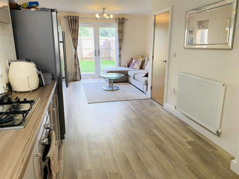4 Bedrooms Town House for sale in Maple Square, Dunstable, Bedfordshire