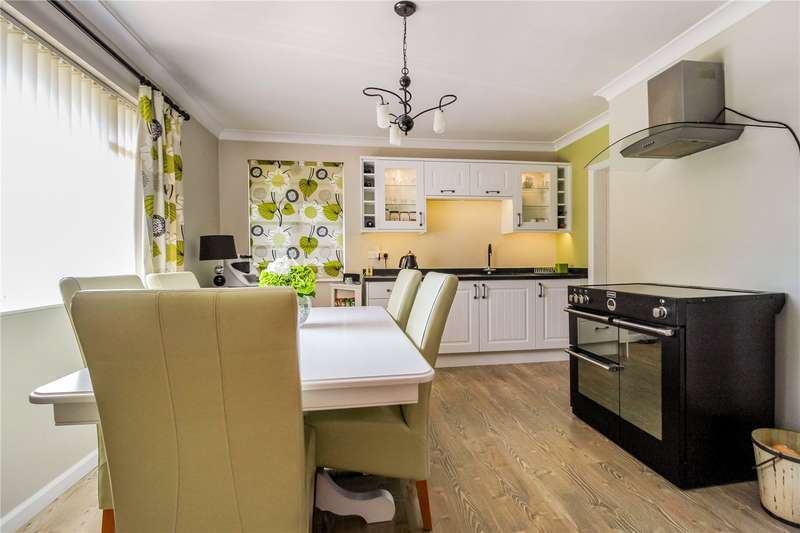 4 Bedrooms Detached House for sale in Purton Road, Moredon, Swindon, SN2