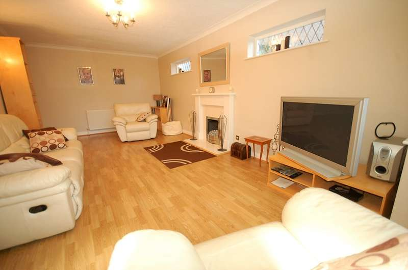 4 Bedrooms Detached House for sale in Third Avenue, Blackpool