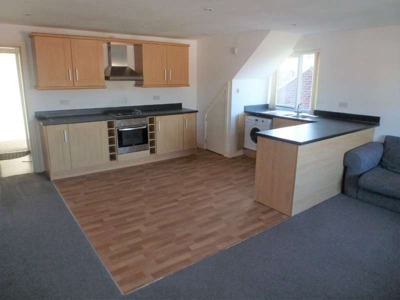 2 Bedrooms Apartment Flat for rent in Embleton Road, Methley LS26