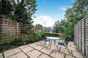 2 Bedrooms Maisonette Flat for sale in Elmdene Road, Woolwich, South East, London