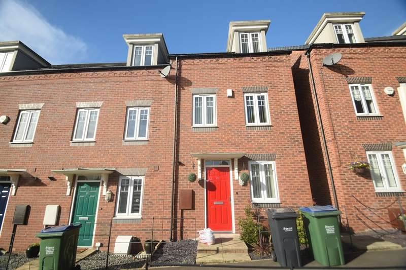 3 Bedrooms Terraced House for sale in Kyngston Road, West Bromwich, B71