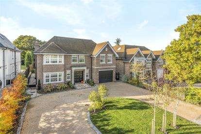 5 Bedrooms Detached House for sale in Hazel Grove, Farnborough Park, Kent