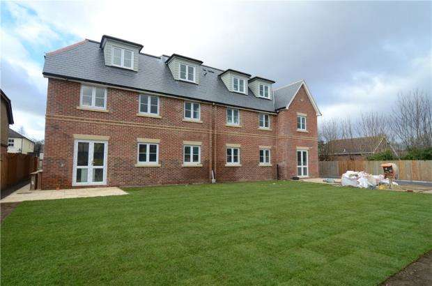 2 Bedrooms Apartment Flat for sale in Somerset Road, Farnborough, Hampshire