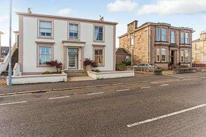 4 Bedrooms Flat for sale in Newton Street, Greenock