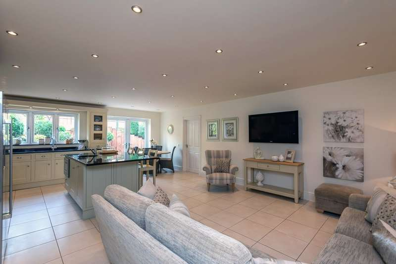 5 Bedrooms Detached House for sale in Wentworth Drive, Lichfield