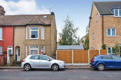 4 Bedrooms Terraced House for sale in Grays, Essex