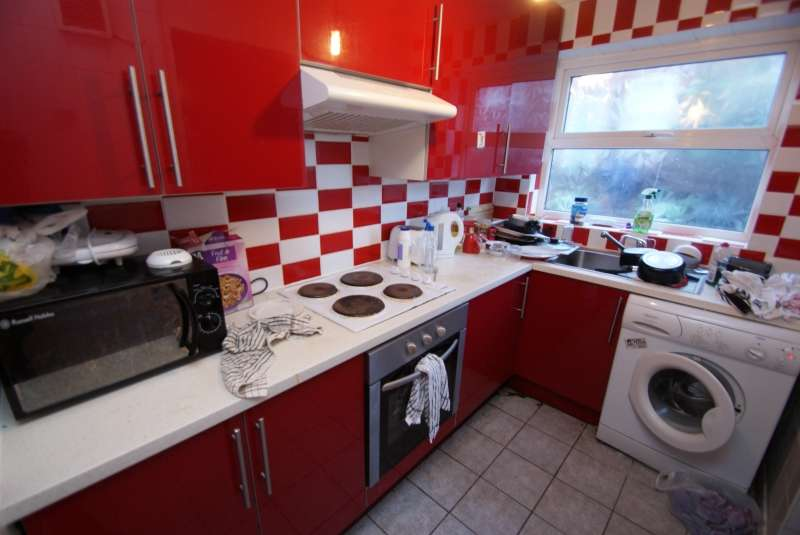 5 Bedrooms Terraced House for rent in Mayville Avenue, Hyde Park, Leeds