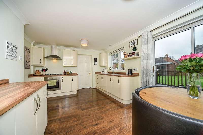 3 Bedrooms Detached House for sale in Middlemarsh Close, Hull, East Yorkshire, HU7