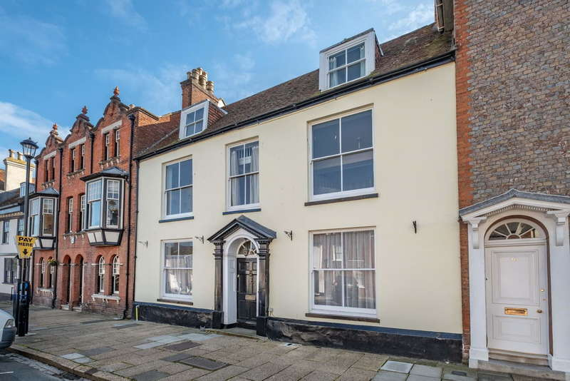 5 Bedrooms Town House for sale in Newport, Isle of Wight