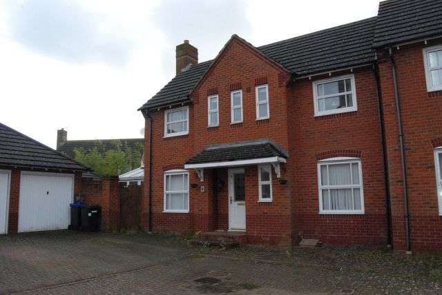 3 Bedrooms Property for rent in Bennett Close, Timken, Daventry NN11 9NS