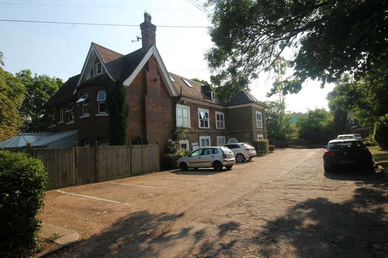 2 Bedrooms Apartment Flat for sale in The Sycamores, Rowhill Road, Swanley, Kent, BR8