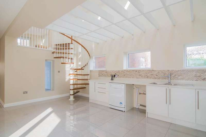 3 Bedrooms Flat for sale in Robertson Street, London, SW8