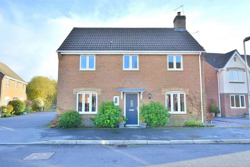 4 Bedrooms Detached House for sale in Ebblake Close, Verwood