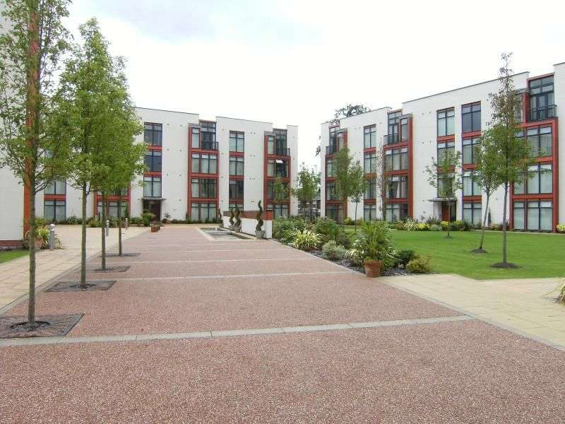 2 Bedrooms Flat for rent in Lauriston Close, Manchester, M22