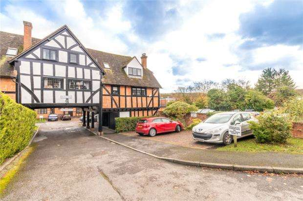2 Bedrooms Maisonette Flat for sale in Old Coach House, Red Lion Way, Wooburn Green