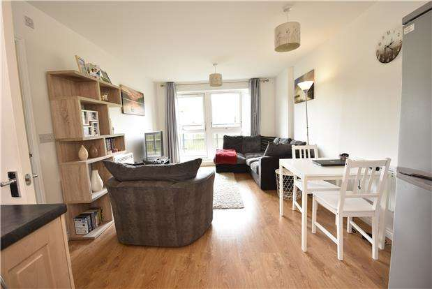 2 Bedrooms Flat for sale in Paxton Drive, Bedminster, Bristol, BS3 2BN