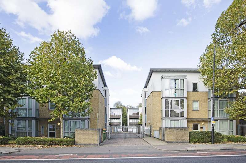 2 Bedrooms Flat for sale in Kinglet Close, Forest Gate, E7