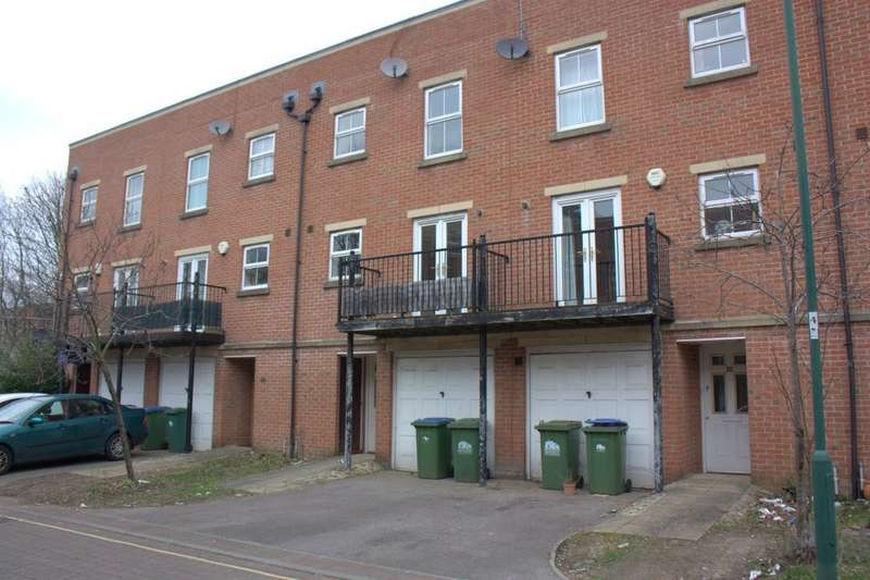 4 Bedrooms Property for rent in Craven Street, Southampton SO14