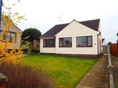 3 Bedrooms Bungalow for sale in The Furrows, Luton, Bedfordshire