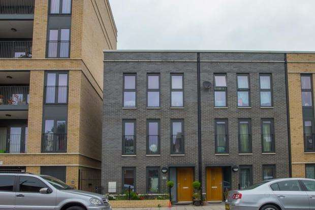 4 Bedrooms House for sale in Mostyn Road, London SW9