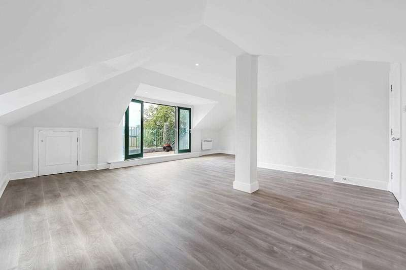 2 Bedrooms Apartment Flat for sale in Flat I Chiswick Court, 1A Silver Crescent, London