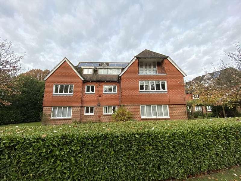 2 Bedrooms Flat for rent in Hampton Lodge, 15 Russells Crescent, Horley, Surrey, RH6