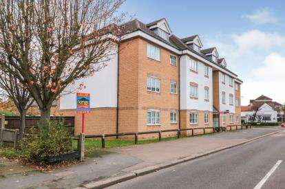 2 Bedrooms Flat for sale in Grandmill Place, High Street, Cheshunt, Waltham Cross